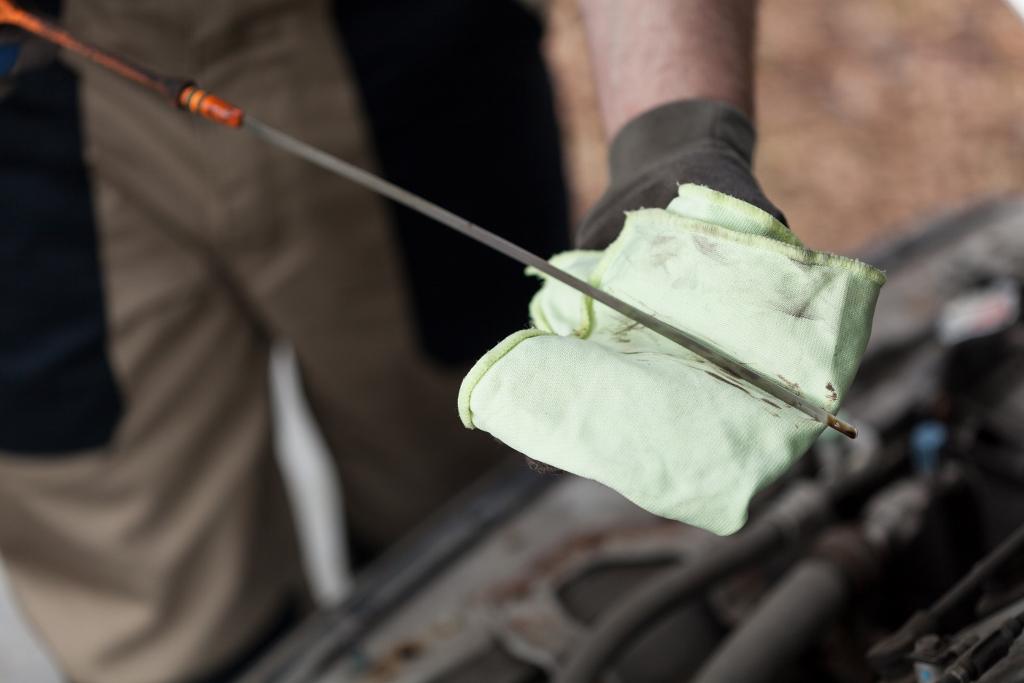 mechanic-checking-oil-level-1024x683